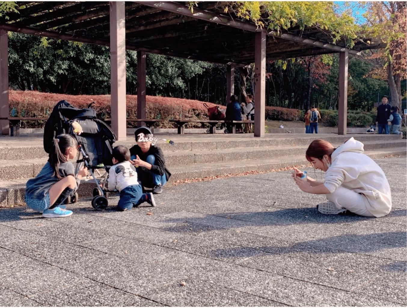 """辻希美、子供たちを撮影する姿を""""激写""""された写真公開「平和で癒された」サムネイル画像"""