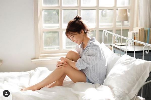 AAA宇野実彩子、ベッドでのショーパンSHOT公開に「足綺麗すぎ」「女子力の塊」サムネイル画像