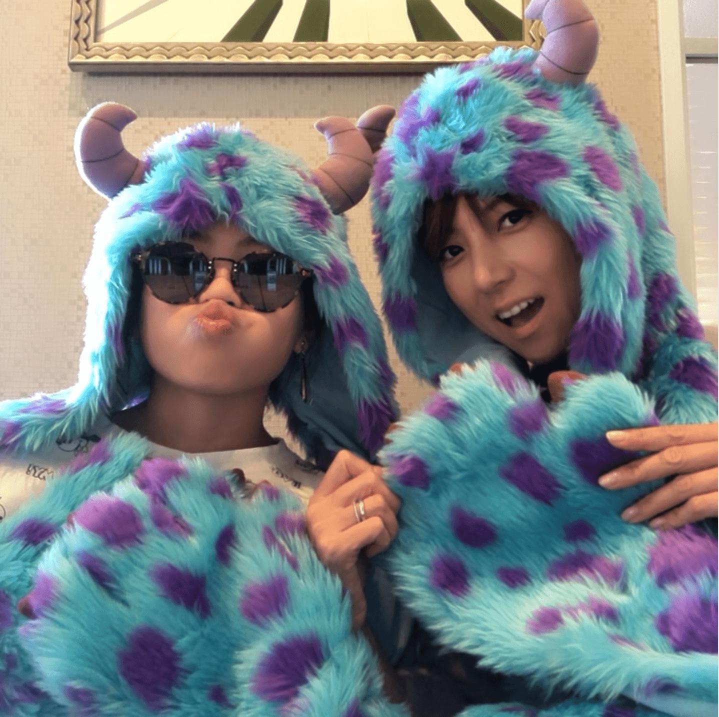 """hitomi、10歳娘との""""ディズニーデート""""で2ショット公開「二人で、このような事も少ないから…」サムネイル画像"""