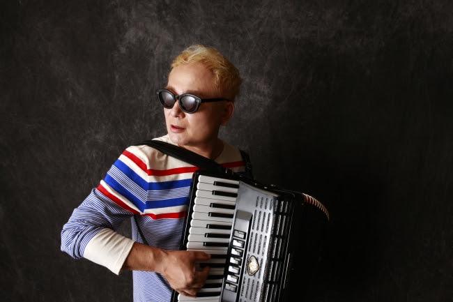 アコーディオニスト・作曲家coba、油断できない男の3年ぶりのアルバムは全曲オリジナルのアコーディオンソロサムネイル画像