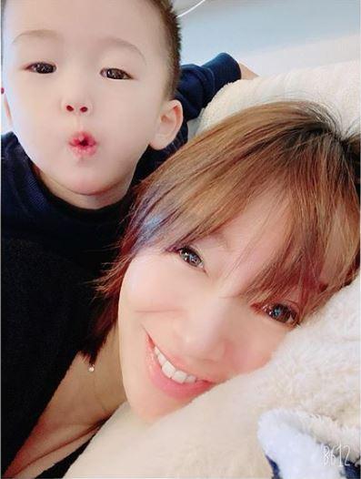 妊娠8か月の鈴木亜美、体調不良と家族の協力を明かす「旦那様素敵」「お身体大切にね」