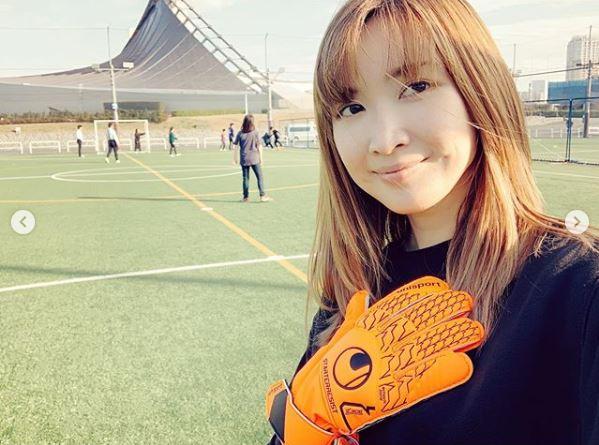 """紗栄子、子供とのサッカーSHOT公開&""""戦力外通知""""?明かし反響「めっちゃアクティブ」「お疲れ様でした」"""