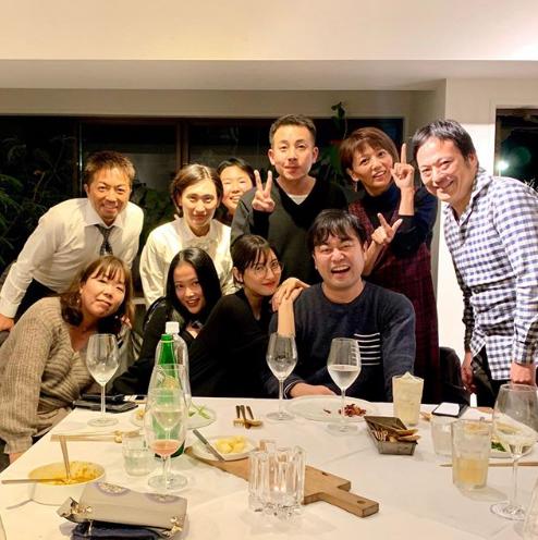 """菜々緒、初主演ドラマのメンバーとの""""忘年会SHOT""""公開「感謝してもしきれない…」サムネイル画像"""