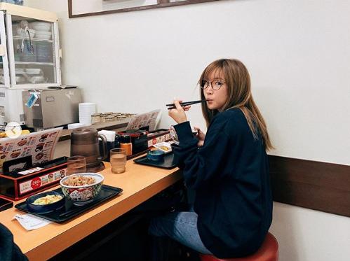 「庶民的」紗栄子、吉野家での食事ショットに反響「どうしても食べたくなって…」