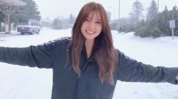"""AAA宇野実彩子、雪景色からの""""ご報告""""動画に反響「可愛いが渋滞」「尊い」サムネイル画像!"""