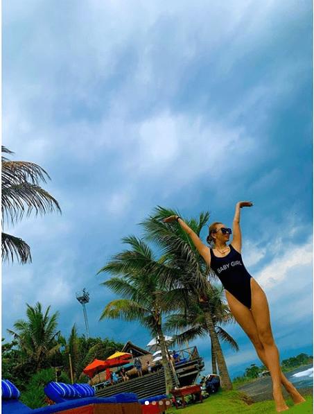 """「足長っ!!」倖田來未、ビーチでの""""ハイレグ""""水着ショット公開し反響「美ボディ」「布の面積少な…」サムネイル画像!"""