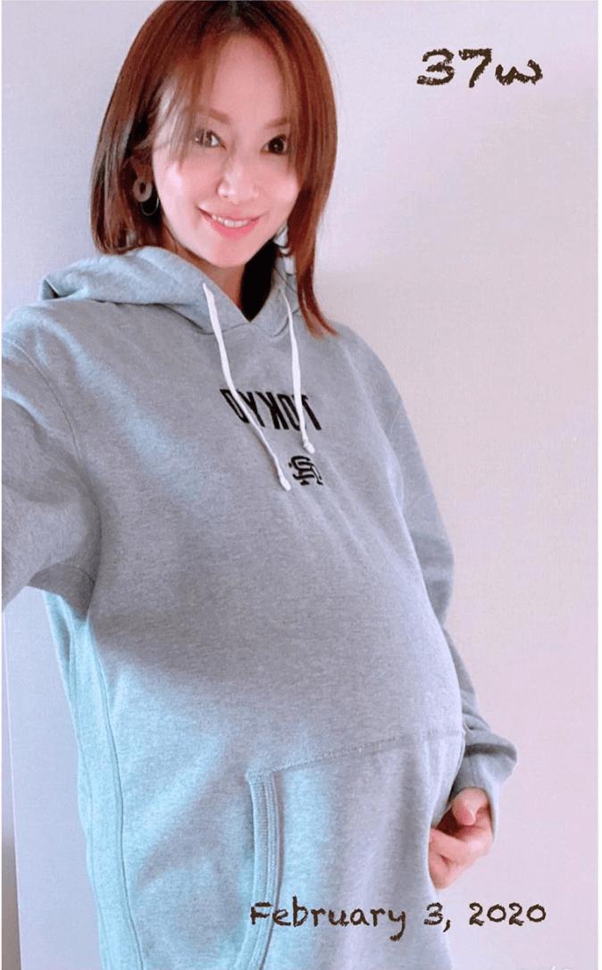 第2子妊娠中の鈴木亜美、臨月突入のお腹ふっくらSHOT公開「お腹がポッコリ可愛い」サムネイル画像