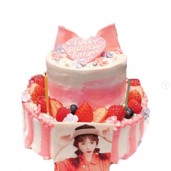 """川栄李奈、AKB48横山由依との""""顔寄せ""""2ショット公開にファン歓喜「最高」「煌びやか」"""