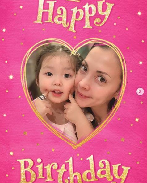 """土屋アンナ、誕生日を迎えた長女との""""顔寄せSHOT""""公開「似てる」「可愛い姫」サムネイル画像"""