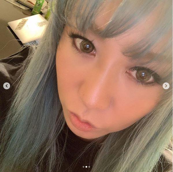 """倖田來未、衝動でカットした""""前髪あり""""&ブルーヘアーSHOT公開に反響「前髪かわいすぎ」「似合う」"""