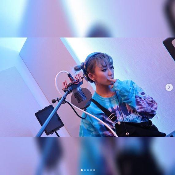 倖田來未、ツインお団子ヘア&夫との作曲風景公開に「可愛い」「最高の夫婦」の声