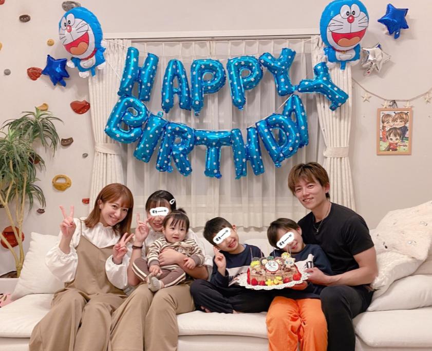 辻希美、長女とのGUお揃いコーデ&次男の7歳誕生日を祝う家族6人SHOTも公開