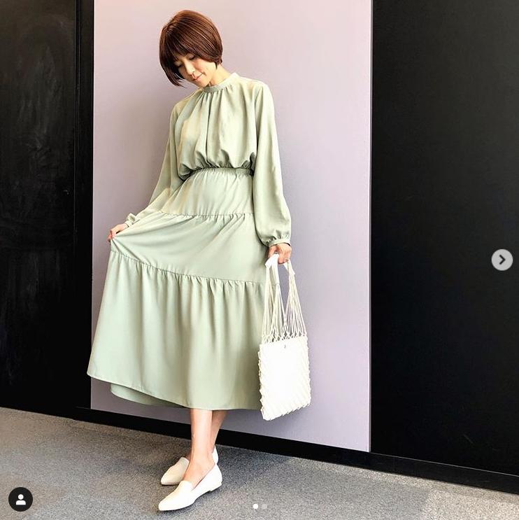 "hitomi、妊娠6カ月の春を感じる""マタニティコーデ""披露「妊婦でも大丈夫~」サムネイル画像"