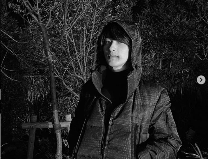 """横浜流星「色気増し増し」「ギャップがあり過ぎ」と話題の美麗""""シロクロ""""SHOT"""
