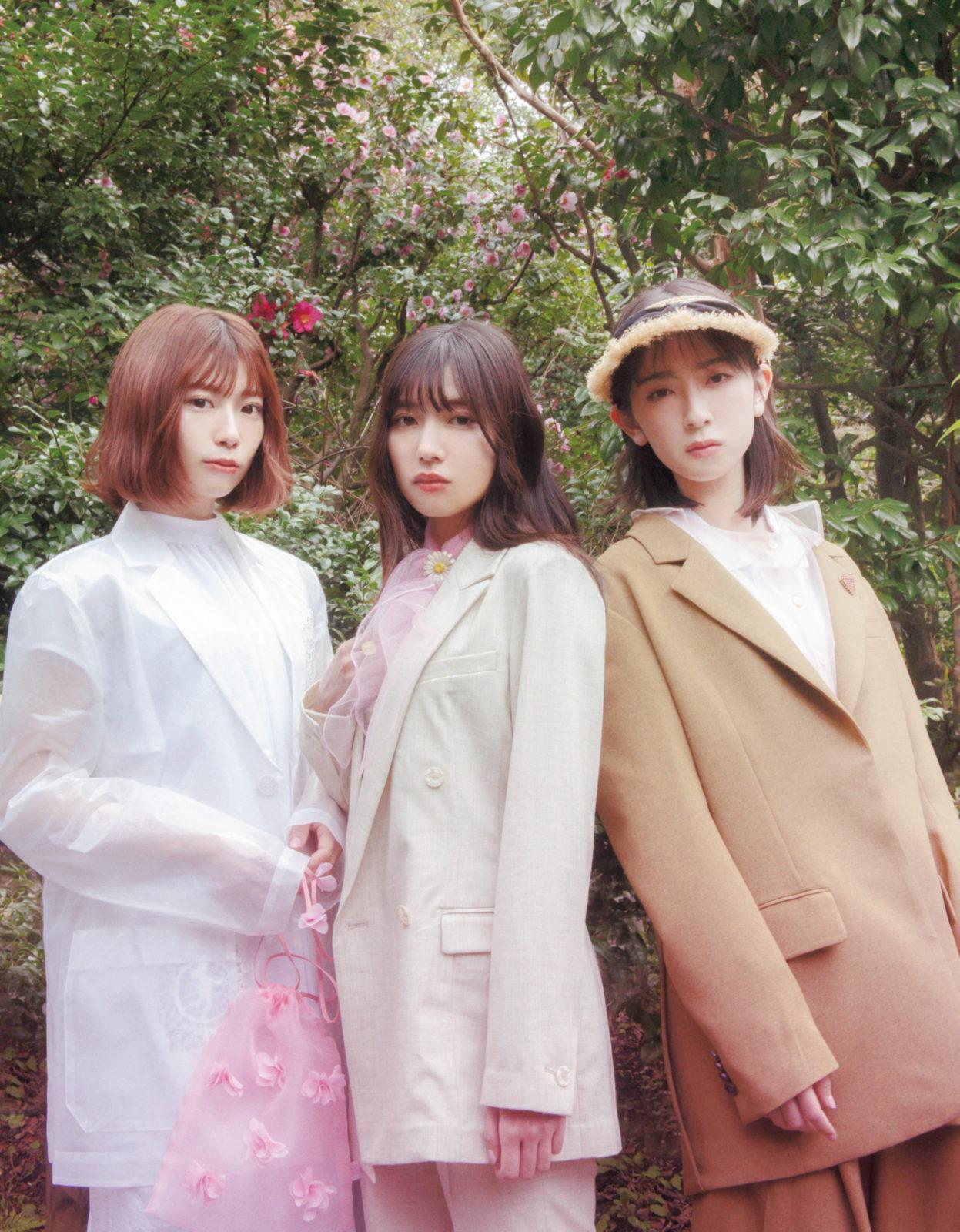 """小松菜奈、桜井日奈子、日向坂46メンバーらが""""ピンク""""をテーマにしたカットを公開"""
