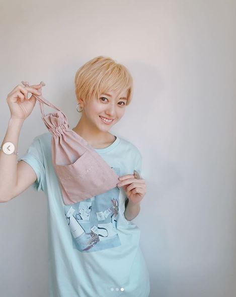 伊藤千晃、金髪ショート×前髪アップの笑顔SHOTに反響「オシャレでかわいい」「天使」