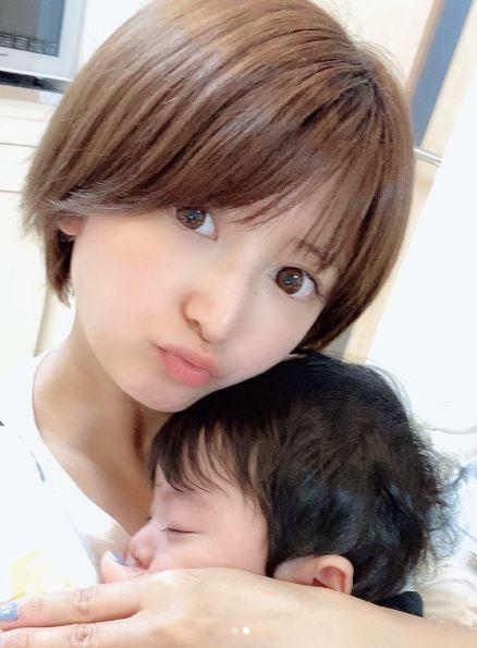 """矢口真里、息子と""""お揃いヘア""""な2SHOT公開し反響「美人なママ」「可愛い親子」サムネイル画像"""