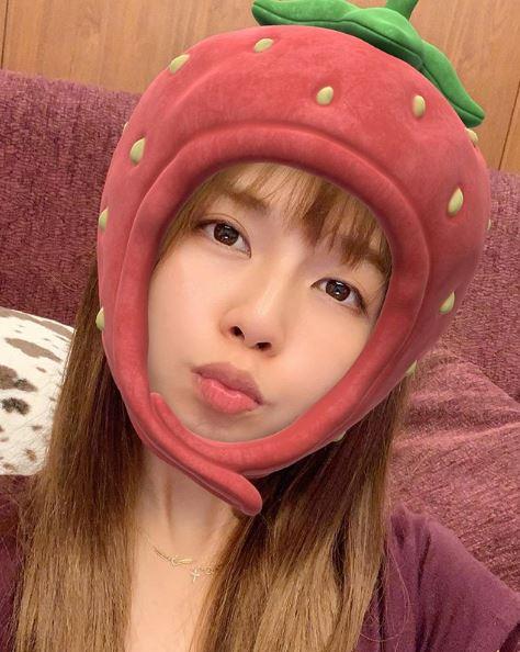 """AAA宇野実彩子、イチゴの""""かぶりものSHOT""""公開&近況報告に「世界一かわいい」「愛おしい」の声サムネイル画像"""