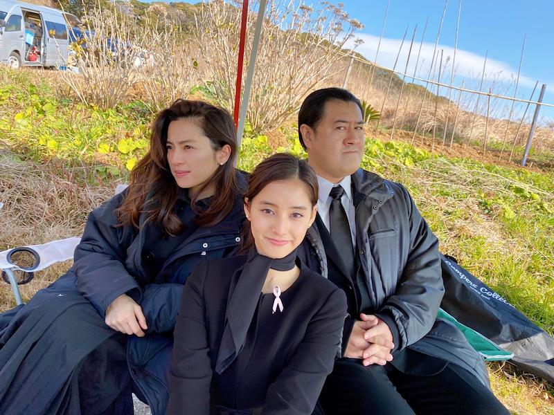 「3人共キマってる」新木優子、月9オフショット公開に反響「オシャレな感じ」