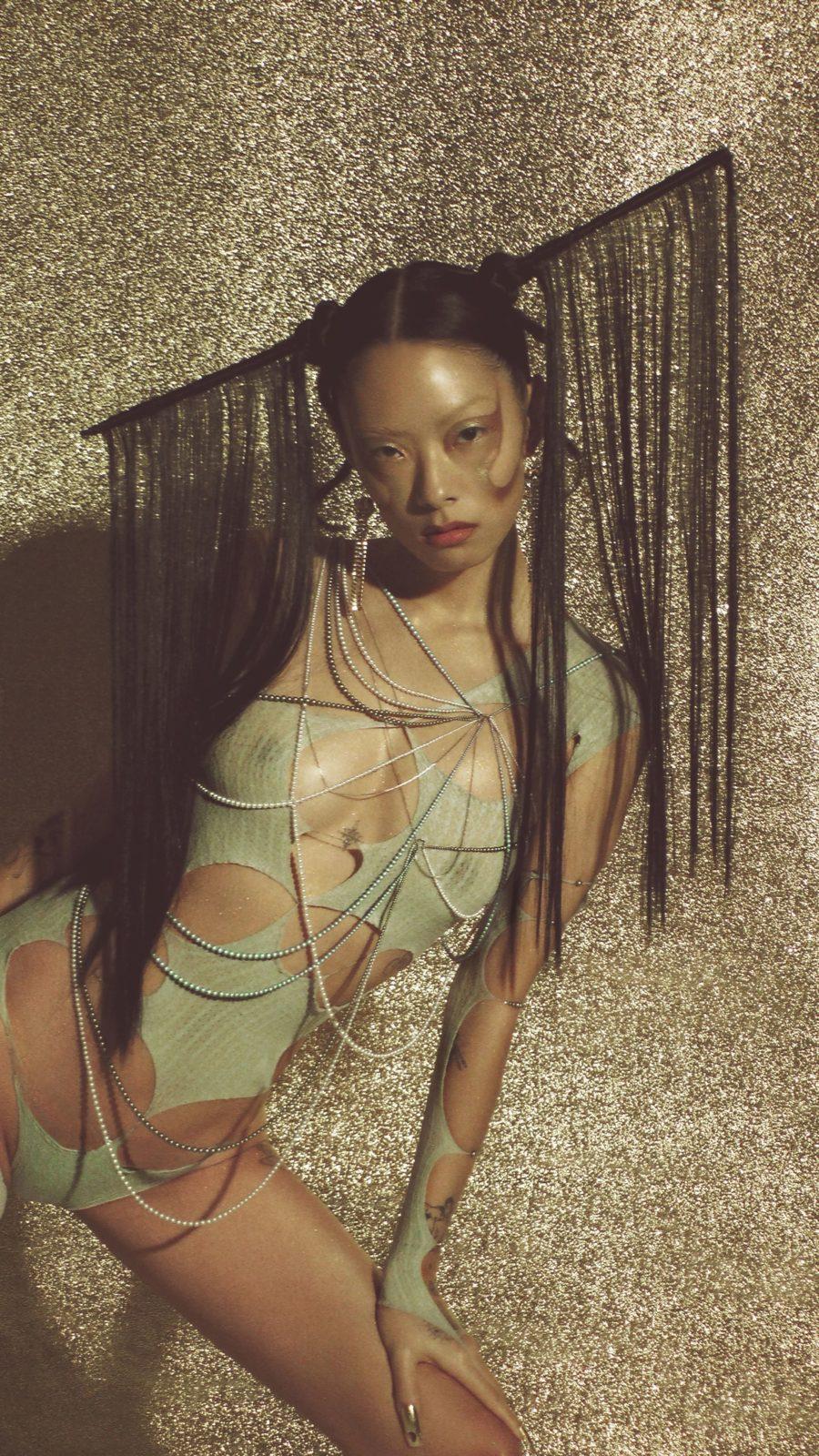リナ・サワヤマ、名門レーベル「Dirty Hit」より待望のデビューアルバムをリリースサムネイル画像