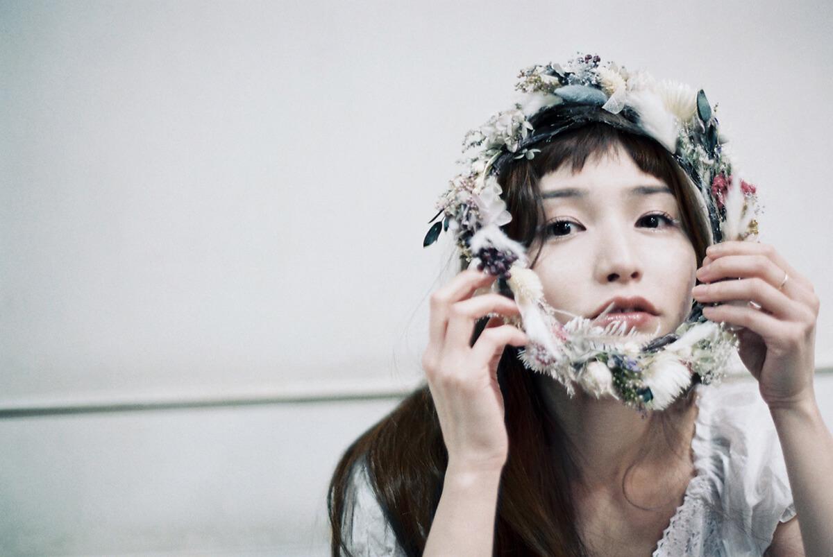 植田真梨恵、フィルム撮影の新アーティスト写真公開サムネイル画像