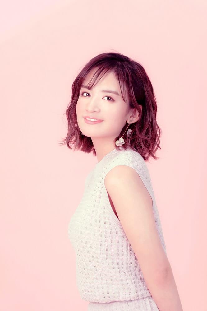 現役女子高生シンガーソングライター・山出愛子、新曲「ピアス」のMVを公開サムネイル画像