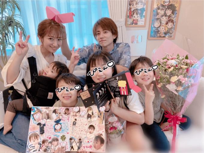 辻希美、母の日の家族6SHOTと子供たちからのプレゼント公開「毎日幸せをありがとう」