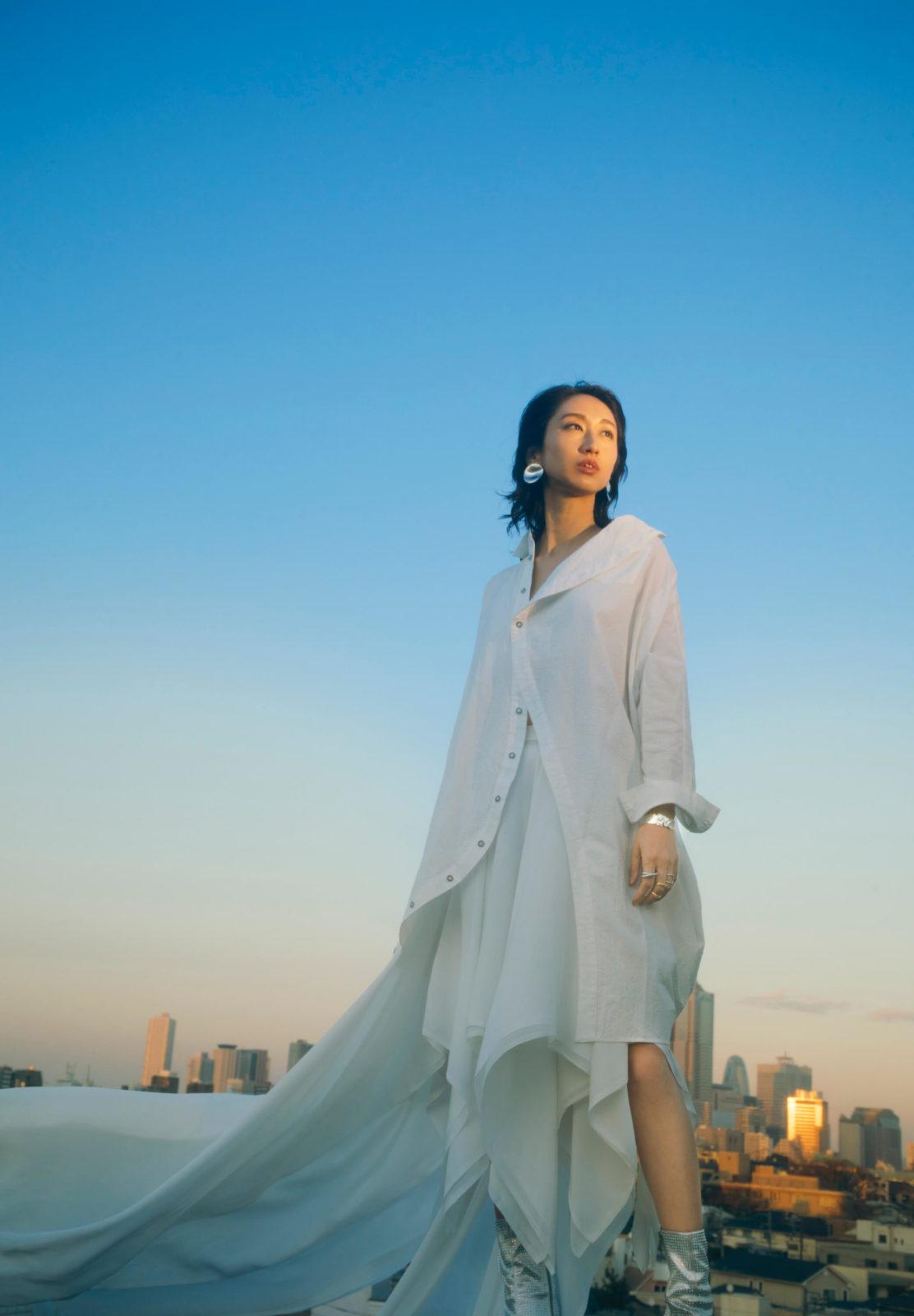 Ms.OOJA、3年ぶりのカバーアルバム「流しのOOJA〜VINTAGE SONG COVERS〜」が8月26日に発売決定サムネイル画像!