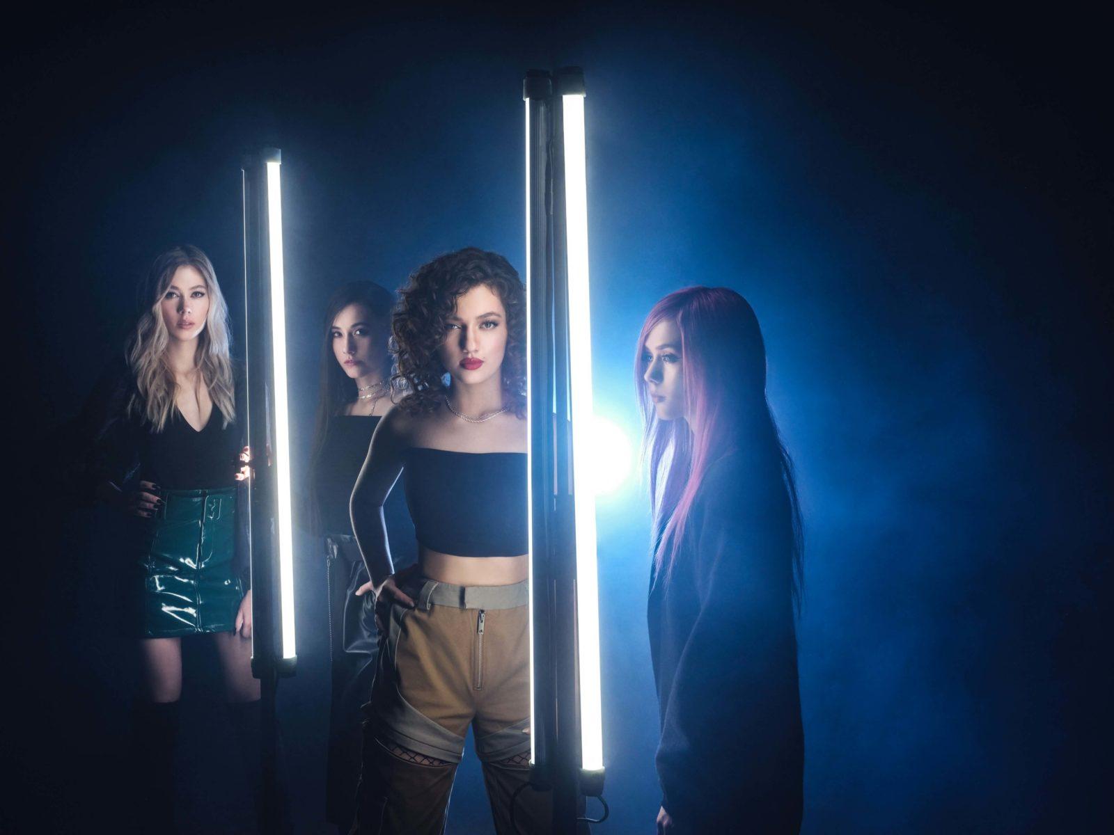 期待の4姉妹ガールズバンド・Crimson Apple、新曲「Break Your Heart Worse」リリースサムネイル画像