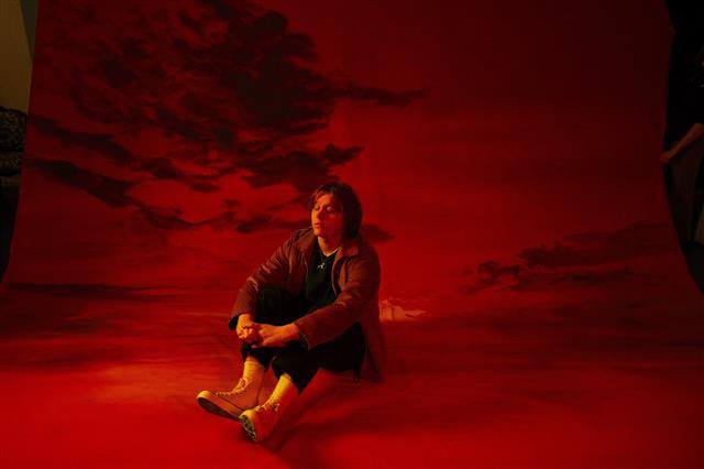 ルイス・キャパルディ、全英アルバムチャートで通算10週1位の快挙を達成サムネイル画像