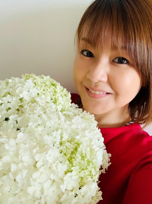 """中澤裕子、47歳の誕生日を報告&""""微笑みSHOT""""に「凄く綺麗」「あの頃と変わりません」サムネイル画像"""
