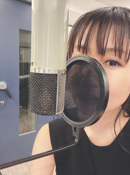 大塚愛、毛先ブルーのNEWヘアカラー&赤リップSHOTに反響「クールな感じが素敵」「めっちゃ綺麗」