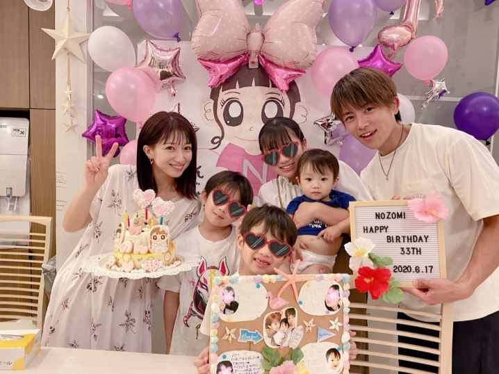 辻希美、髪色をダークカラーにチェンジした誕生日の家族6SHOTを公開「愛がいっぱい」サムネイル画像