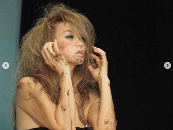 「超カッコいい」倖田來未、ビジュアル撮影のオフショット公開に絶賛の声「20周年にふさわしすぎる」サムネイル画像