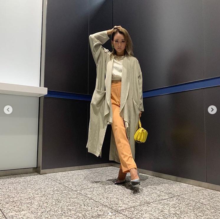 「スタイルがバツグン」倖田來未、オレンジ系パンツが映えるコーデSHOTに「本当に憧れ」の声サムネイル画像