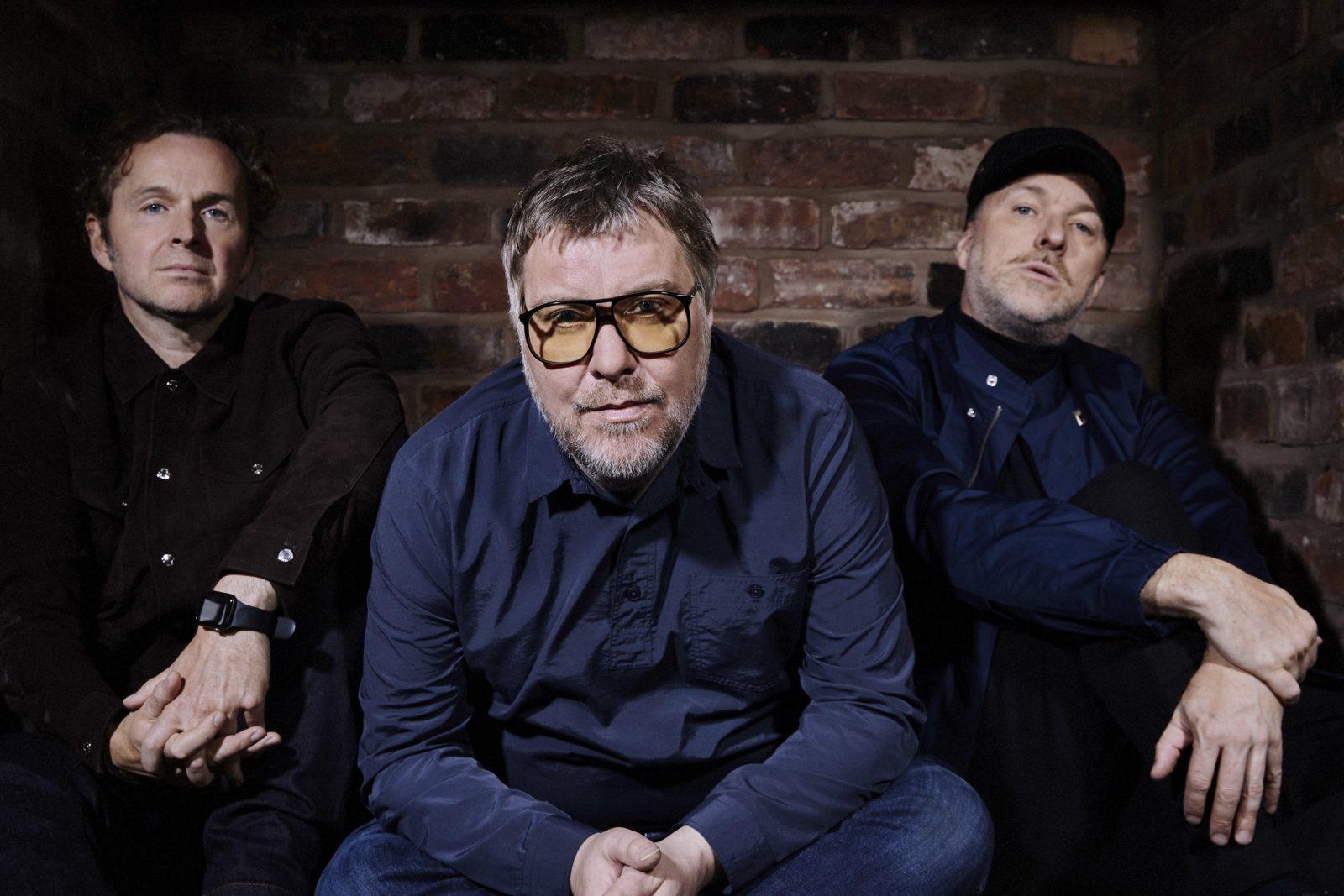 2000年代に全英No.1アルバムを2枚出した英マンチェスターの3人組ダヴズ、11年ぶりの新曲がリリースサムネイル画像