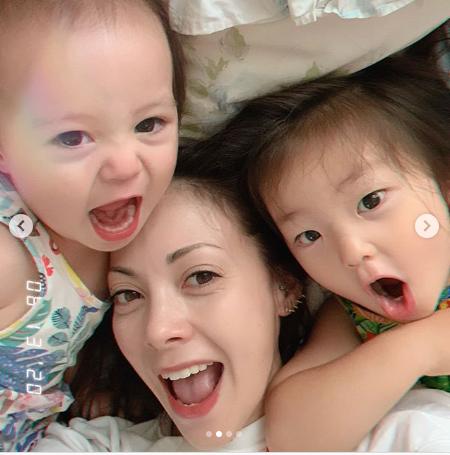 """土屋アンナ、娘と3人で顔を寄せ合った""""自撮り遊びSHOT""""公開に「三姉妹みたい」「めっちゃ可愛い」"""