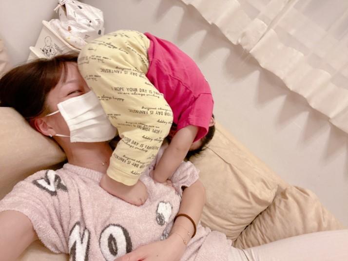 辻希美「地味に痛い」三男と戯れるリラックスSHOT公開で「めっちゃ笑った」サムネイル画像
