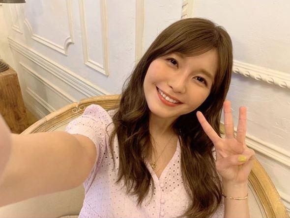 「33歳ラスト」AAA宇野実彩子、笑顔の3ピースSHOT公開に反響「可愛いの最上級」「これからも大好き」