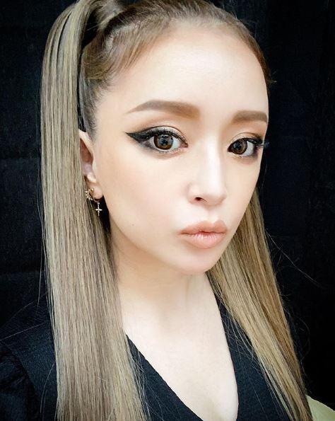 浜崎あゆみ、強めメイク×オールバックポニテ姿披露に「こういうアユがすき」「アリアナ・グランデみたい」の声サムネイル画像
