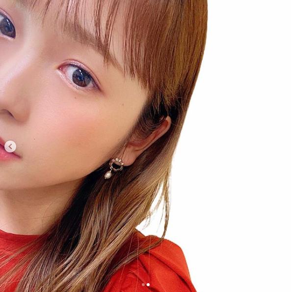 """「ママになって大人に」川栄李奈、マット肌×ピンクアイメイクの""""顔アップSHOT""""に「美しい」の声"""