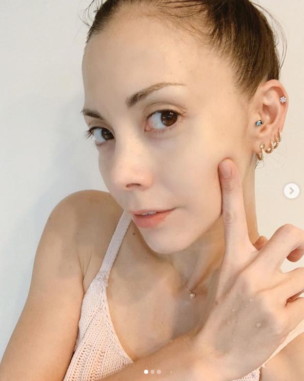 「お肌ツルツル」土屋アンナ、美肌際立つキャミソールSHOTに反響「羨ましい」サムネイル画像
