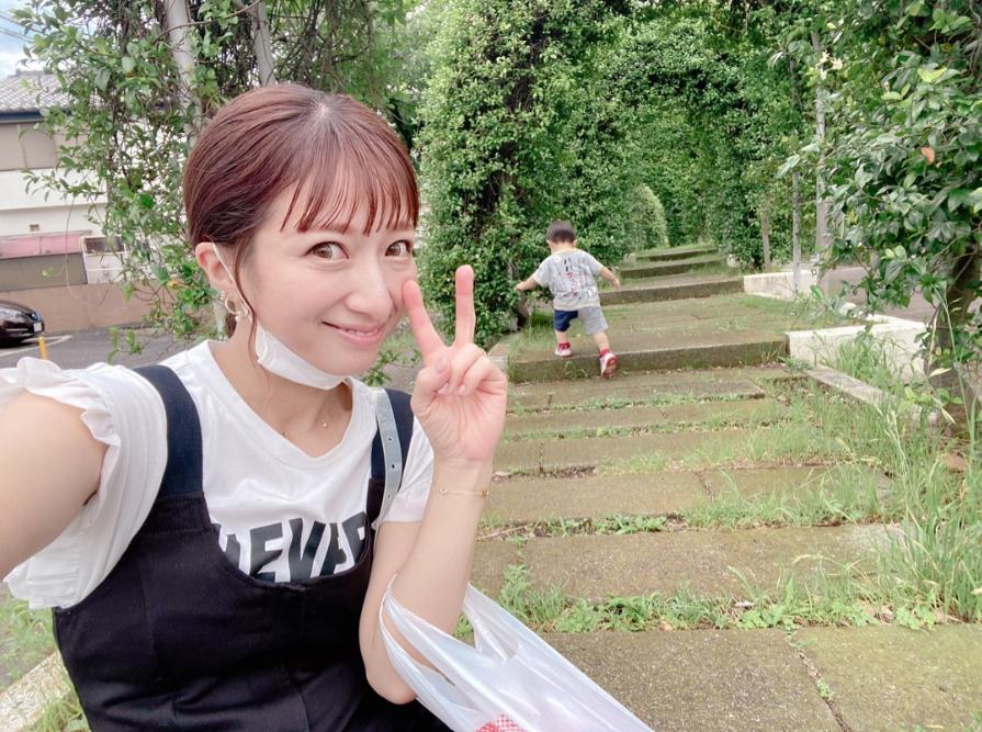 """辻希美、三男との散歩で""""キメ写真""""撮影成功「写真集の一ページみたい」"""