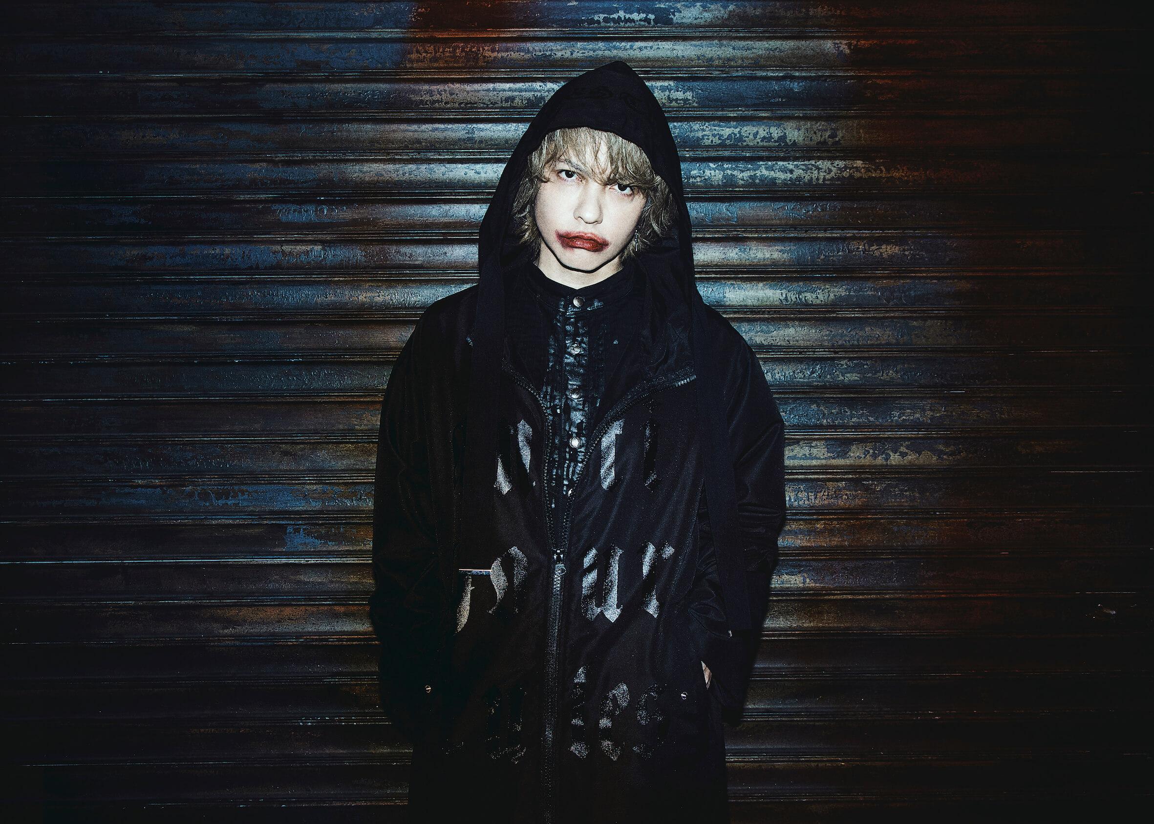 """HYDE、ライブ中の""""激痛""""ハプニング明かす「ノールックで落ちたんですよ」"""
