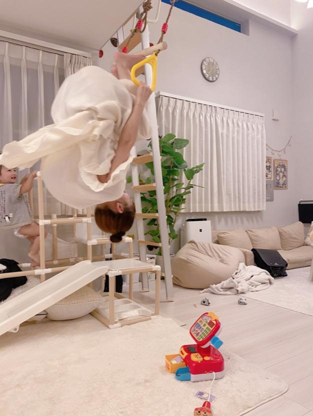辻希美、家の中でのアクティブ吊り輪遊びSHOT披露も「足吊った」「出来ない事が増えて行く」サムネイル画像