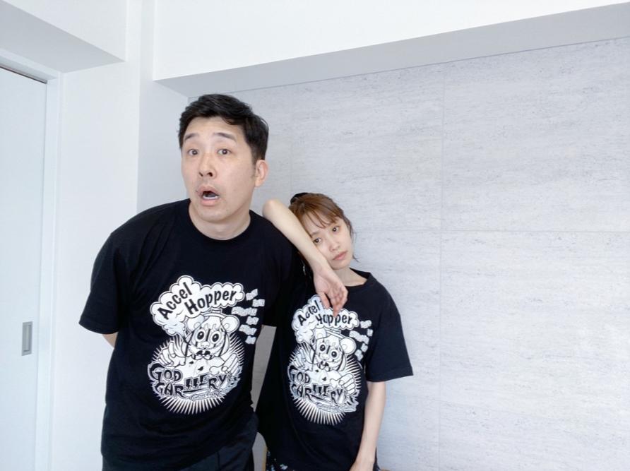 """高橋愛、夫・あべこうじを「すごく可愛いな」と思う瞬間とは?""""お揃いTシャツ""""2SHOTも公開サムネイル画像"""