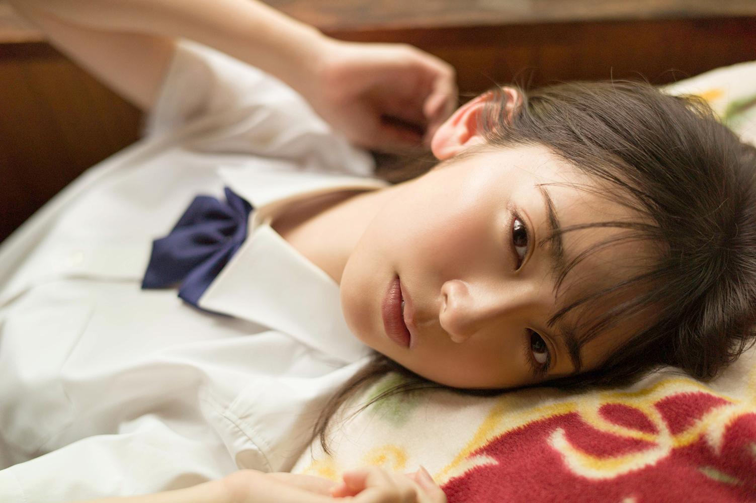 """日向坂46金村美玖、ドキッとする眼差しをたたえた""""寝ころび""""SHOTを公開サムネイル画像"""