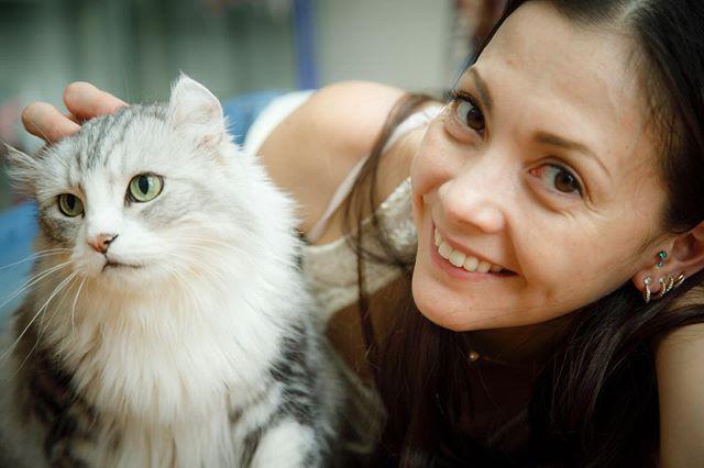 土屋アンナ、愛猫とのツーショット公開しファン悶絶「毛並みがふさふさ」「可愛い」サムネイル画像