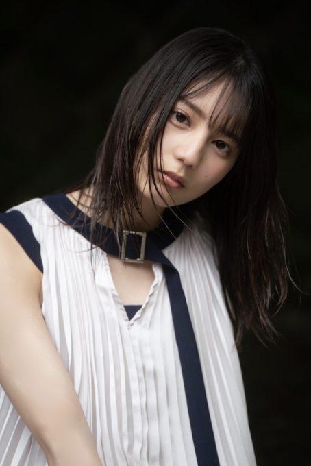 """日向坂46小坂菜緒、引き込まれるような""""目ヂカラ""""SHOTを公開"""