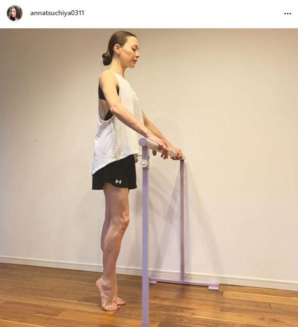「ホントに美脚」土屋アンナ、ワークアウトSHOTに反響「カッコよすぎ」サムネイル画像